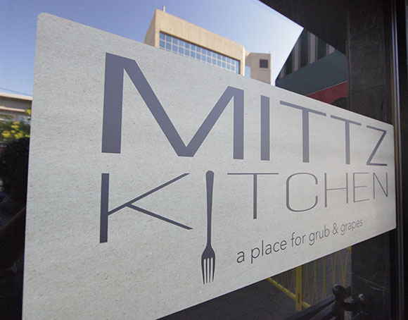 mittz-kitchen-kamloops-restaurant-sign
